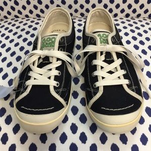 Simple black low top eco sneakers size 7.5